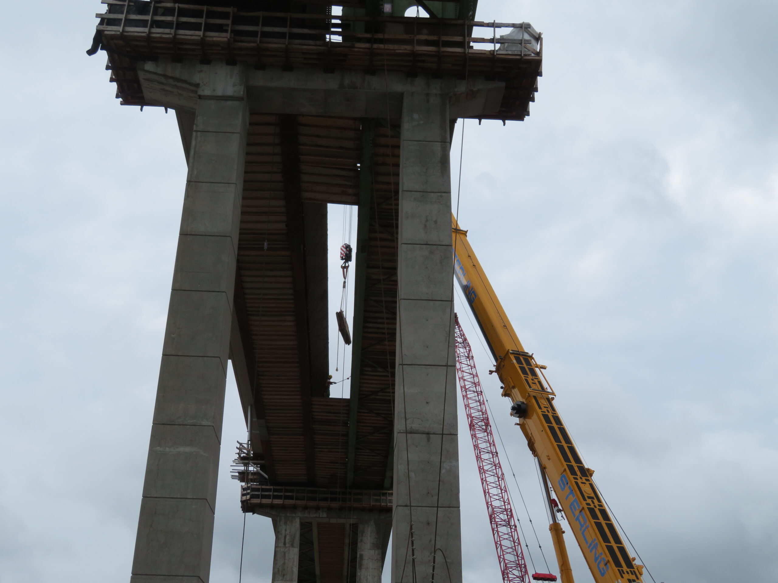 300-ton crane removing the wood from the false decking