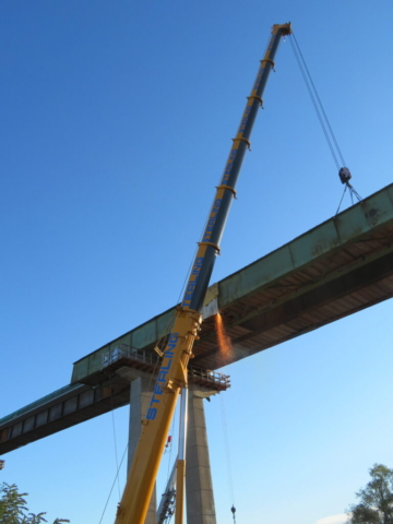 Cutting the second approach girder for removal, 300-ton crane