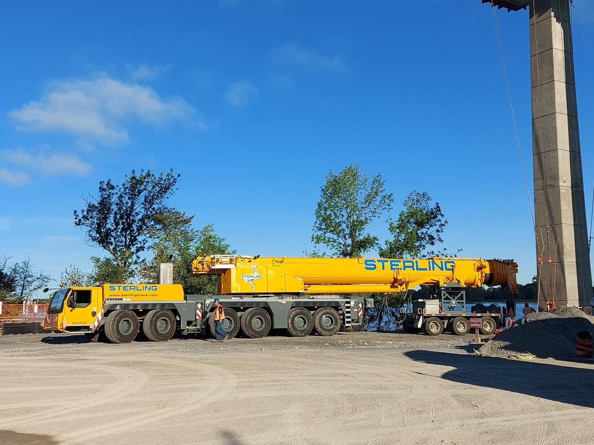 Arrival of the 300-ton crane
