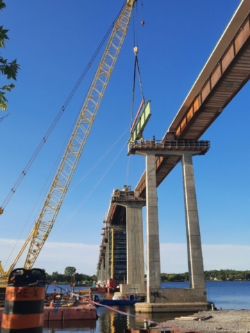 Starting to lower the second section of the hammerhead girder
